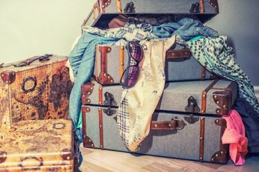 Best Price Luggage Sets. Set of vintage leather suitcases. Latest technology gadgets for travelers